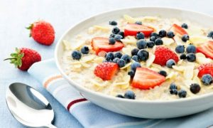 620-oatmeal-with-berries-02.imgcache.rev1359852075746